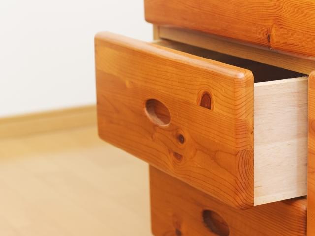 家具の移動に便利グッズを!タンス移動もス~ッと楽にできるアイデア