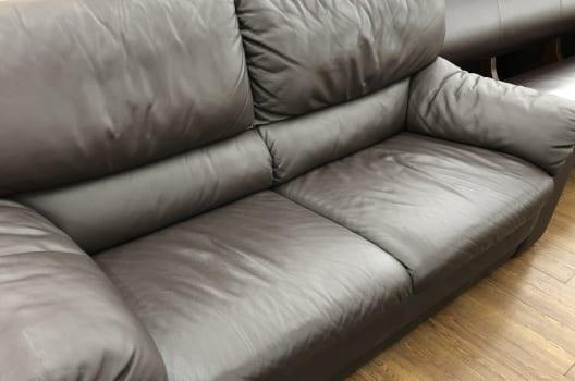 「便利グッズ」を下に敷いて家具を動かす方法!